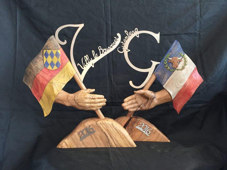 Statut de bois symbolisant le jumelage 2016